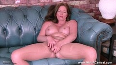 Milf Holly Kiss rips open pantyhose toys herself to orgasm Thumb