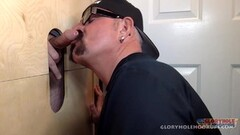 Watch Valentina and Cathy swap his sticky cum Thumb