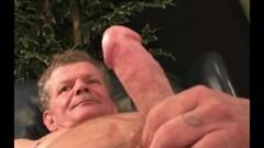 Hot babes enjoy threesome Thumb