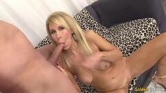 Kinky Mature blonde shows off her pussy and fucks Thumb