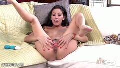 Brunette toys her pussy Thumb