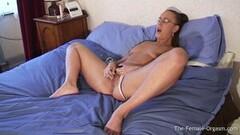 Sexy Emma Butt Masturbating to Real Wet Pulsing Orgasm Thumb