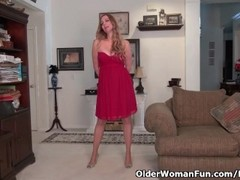 American milf Phoebe Waters makes her clit tingle Thumb