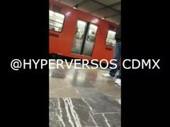 Mexicana se deja manosear en el metro Thumb