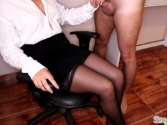Sexy Secretary lets New Intern Cum on her Crossed Legs in Stockings Thumb