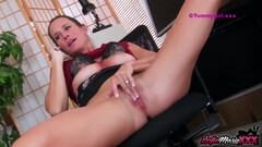 SofieMarieXXX - Boss Sofie Marie Jerks Off While On The Phone Thumb